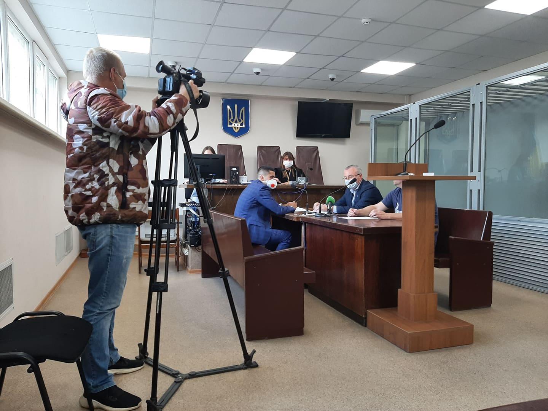 У Шевченківському райсуді Харкова обирають запобіжний захід підозрюваному у нападі на жінку (фото)