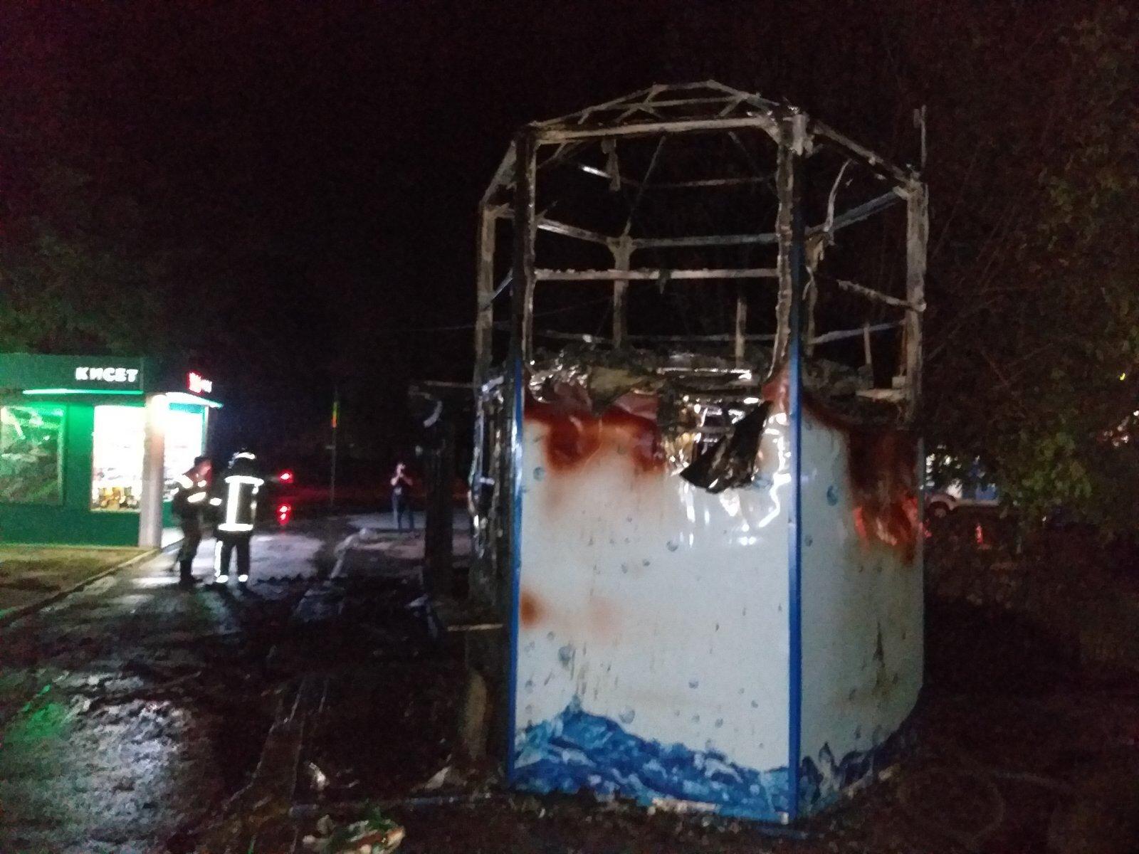 В Немышлянском районе сгорел торговый павильон (фото)