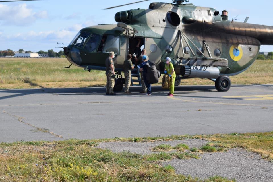 В военный госпиталь Харькова доставили военных, подорвавшихся на гранате (фото)