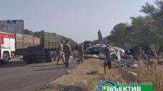 Движение на дороге, возле которой упал военный самолет, усложнено (видео, фото)
