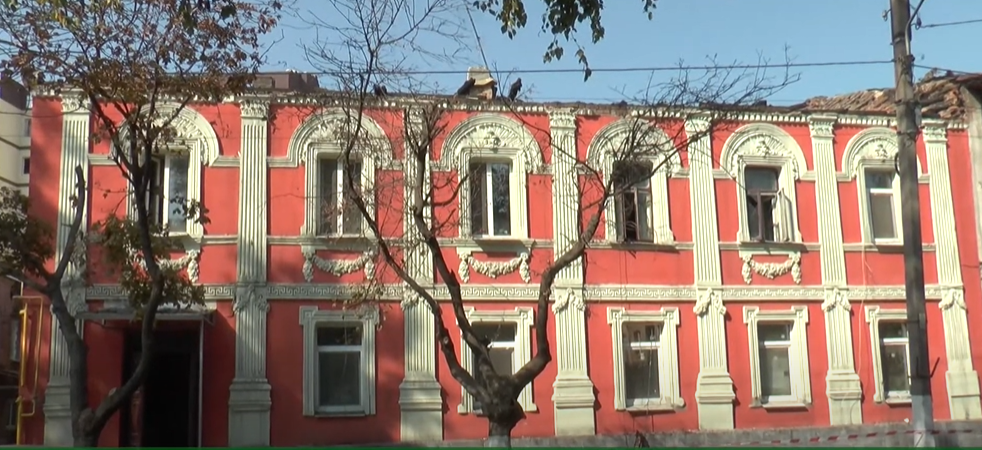 Пожежа на Конторській: з понеділка будинок обстежуватиме комісія (відео)