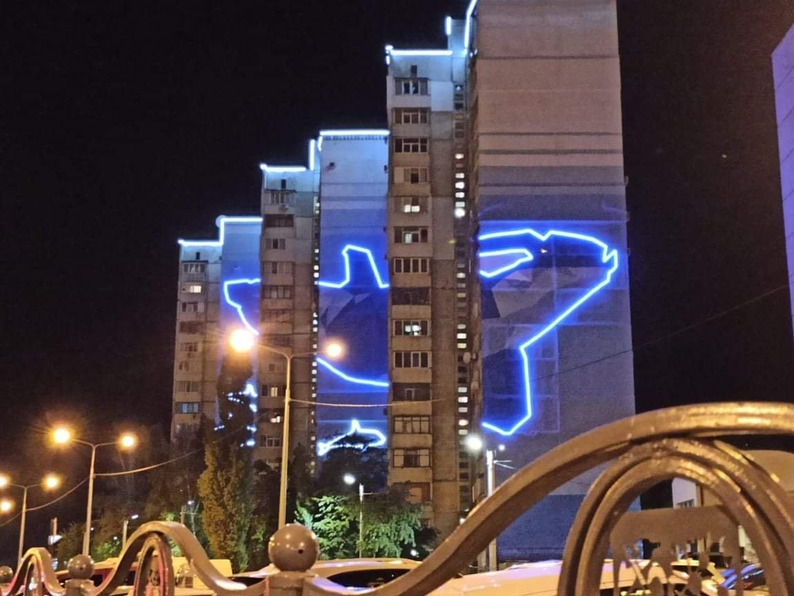 Жилые дома на Алексеевке украсили иллюминацией (фото, видео)