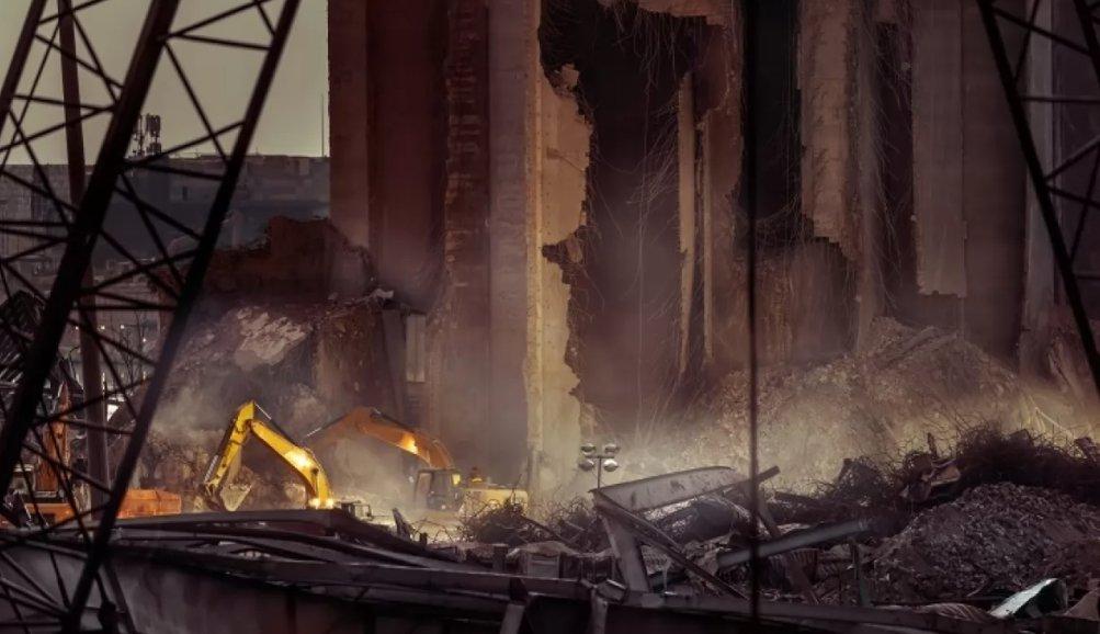 Под завалами в Бейруте услышали биение сердца