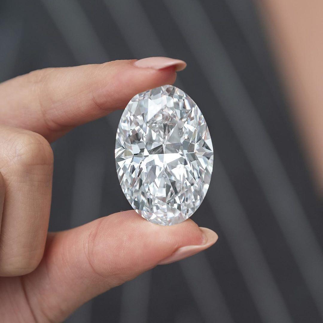 """На аукционе Sotheby's продадут один из самых редких в мире бриллиантов – """"белый огонь"""" (фото)"""
