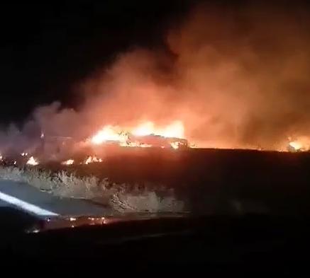 У Чугуєві впав літак. Він горить у полі (відео)
