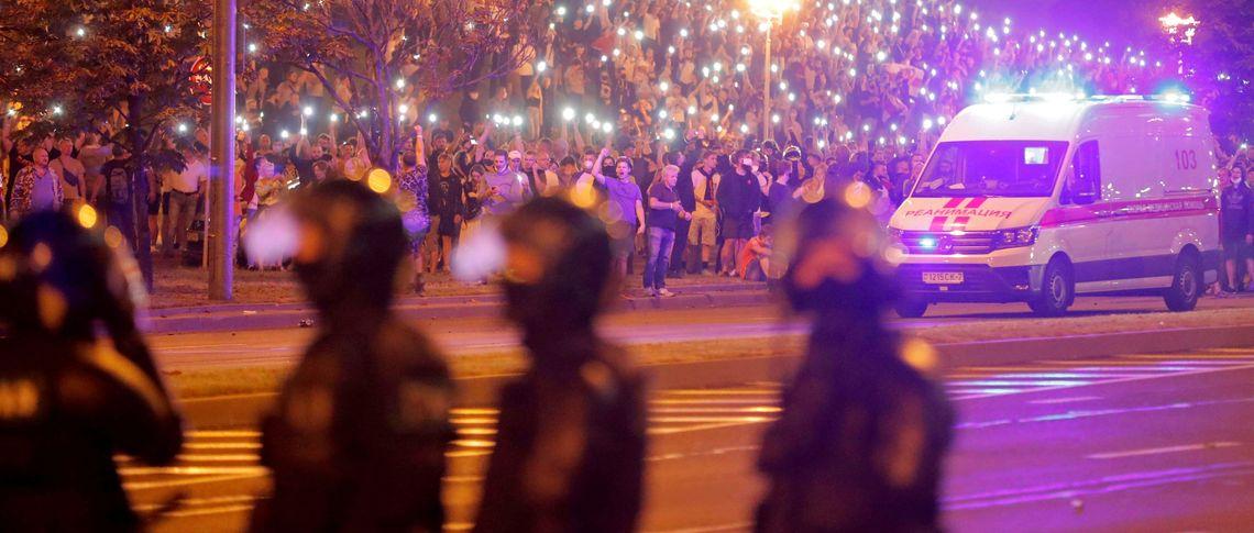 Хакеры взломали госканалы Беларуси и пустили в эфир видео с избиениями митингов