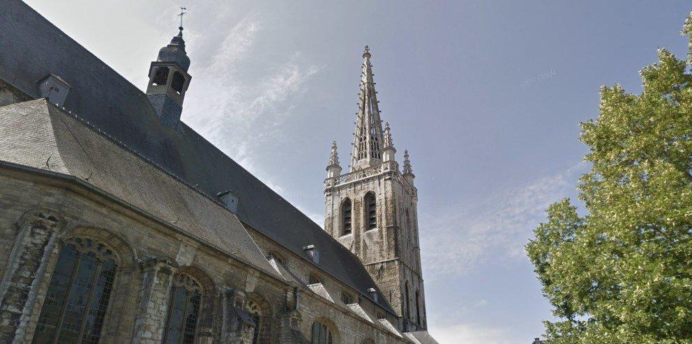Украинский гимн прозвучал с колокольни собора в Бельгии (видео)