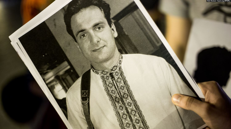 Мемориальную доску, посвященную Георгию Гонгадзе, открыли в день 20 годовщины его убийства (видео)