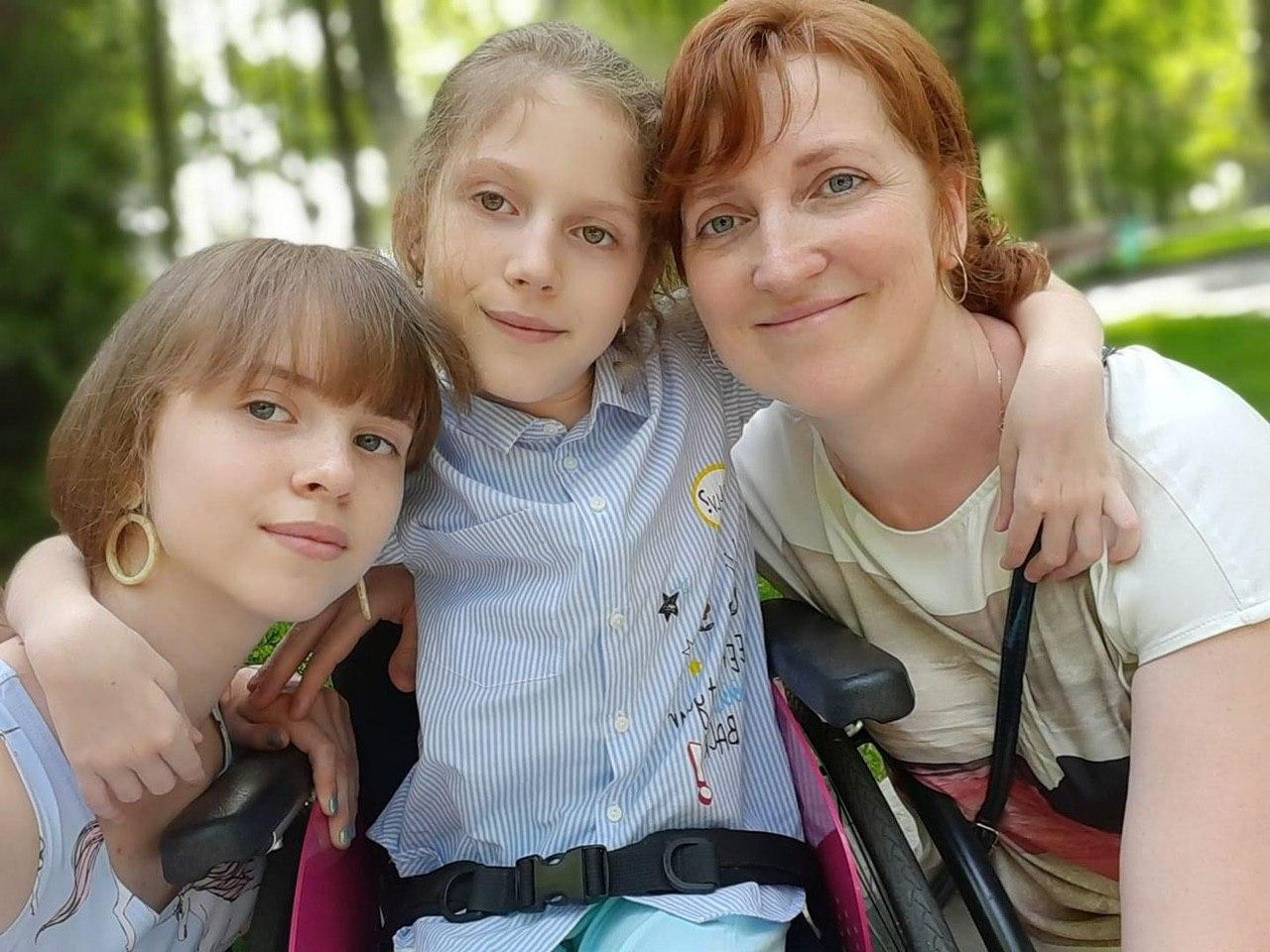 У Харкові відбулась фотовиставка на підтримку дівчини зі СМА (відео)