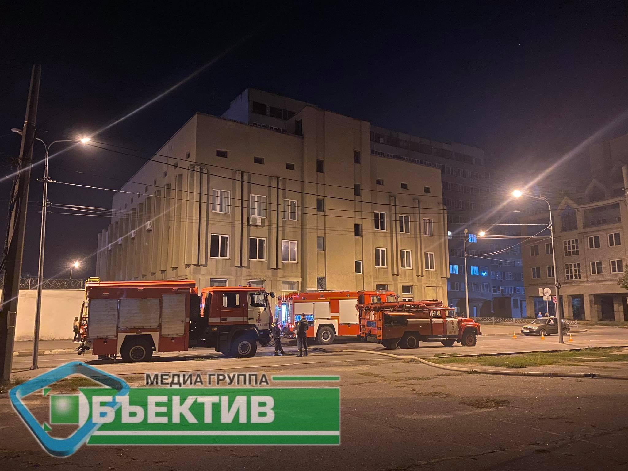 На Чоботарській у Харкові горіли 300 квадратних метрів приміщень (фото, відео)