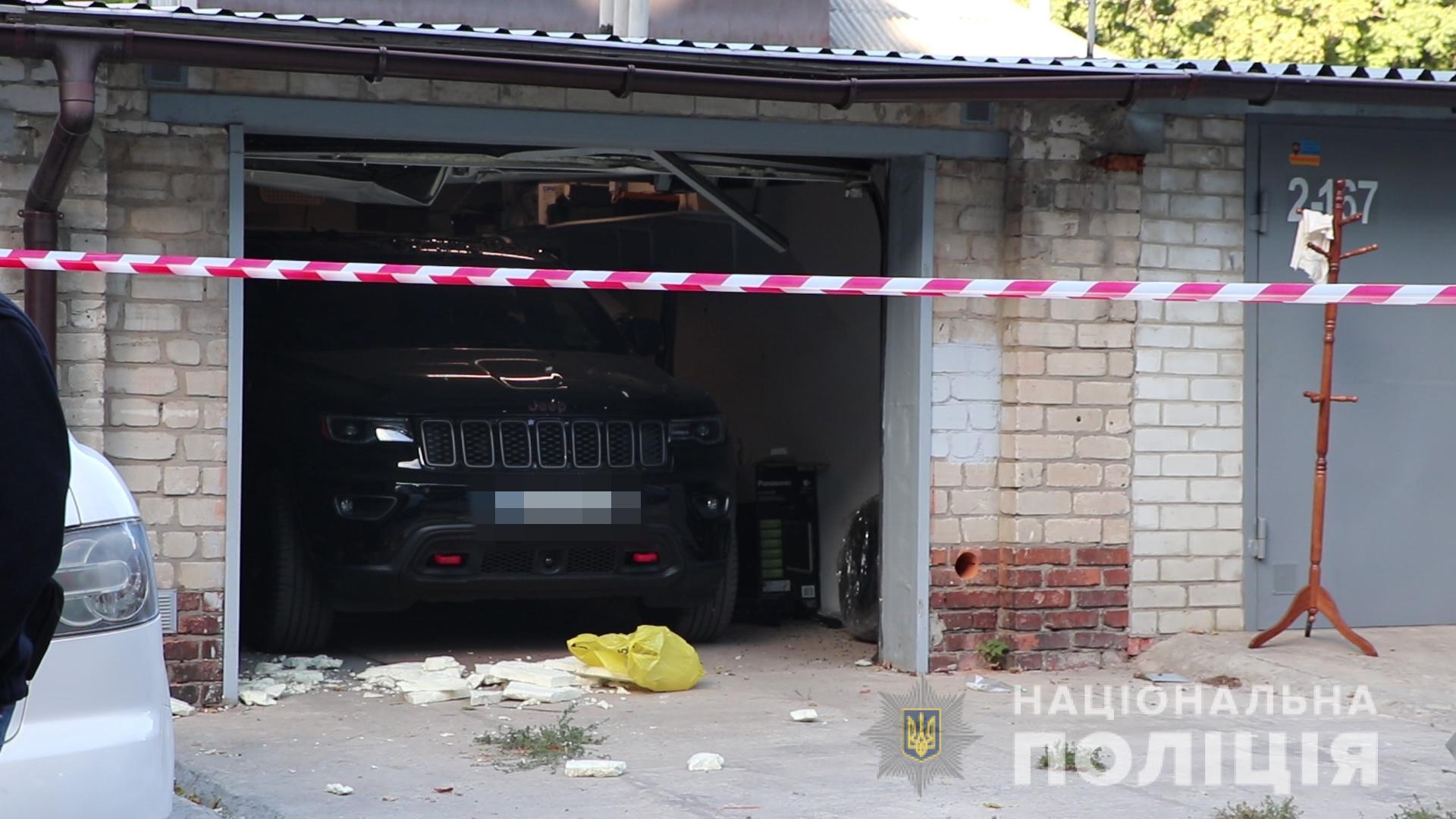 57-летний мужчина покончил собой в гараже на ул. Алчевских в Харькове (фото)