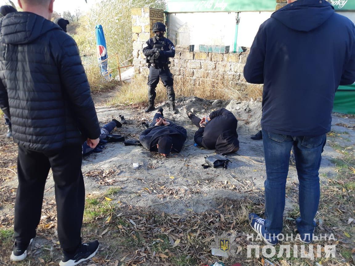 В Харькове за незаконное хранение оружия задержали трех азербайджанцев (фото)