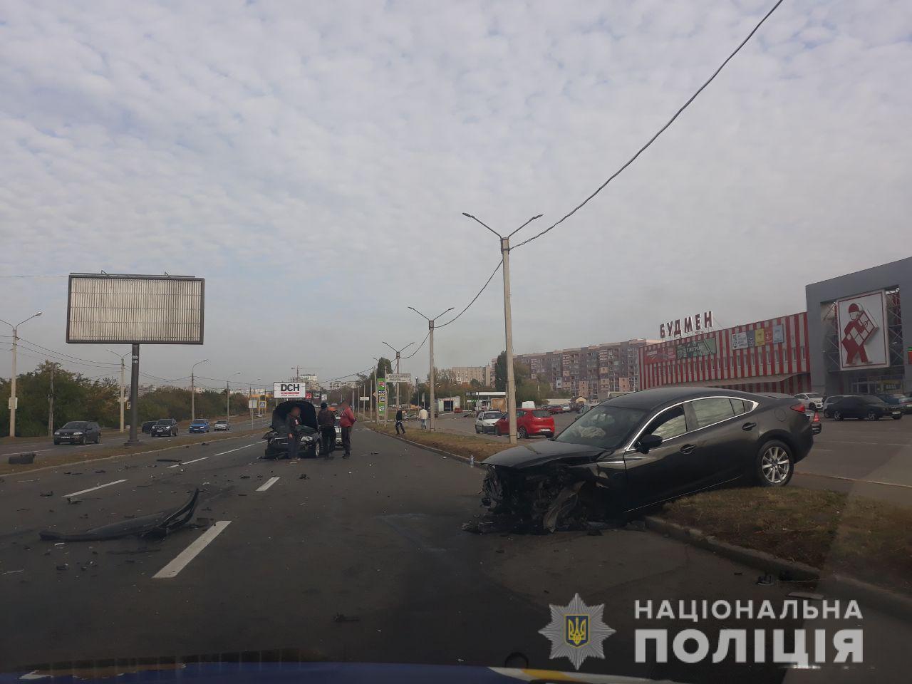 Двое мужчин пострадали в аварии в Харькове