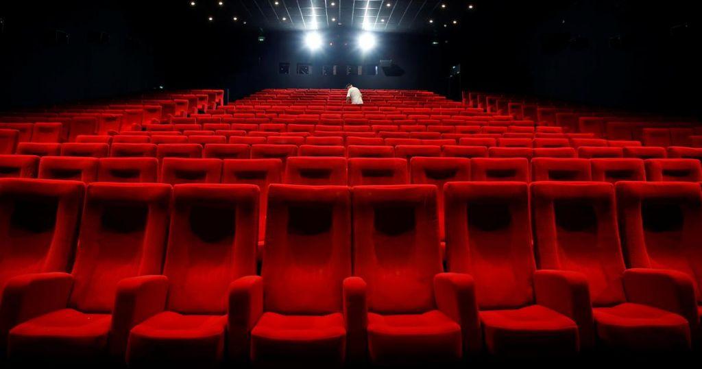 """Як харківські кінотеатри працюють у """"червоній"""" карантинній зоні (відео)"""