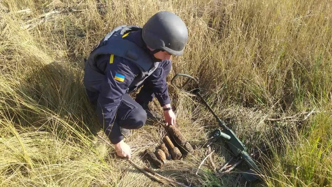 У Харківській області підривали артснаряди, міни та гранати (фото)