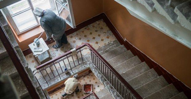 В Харькове продолжается ремонт подъездов жилых домов