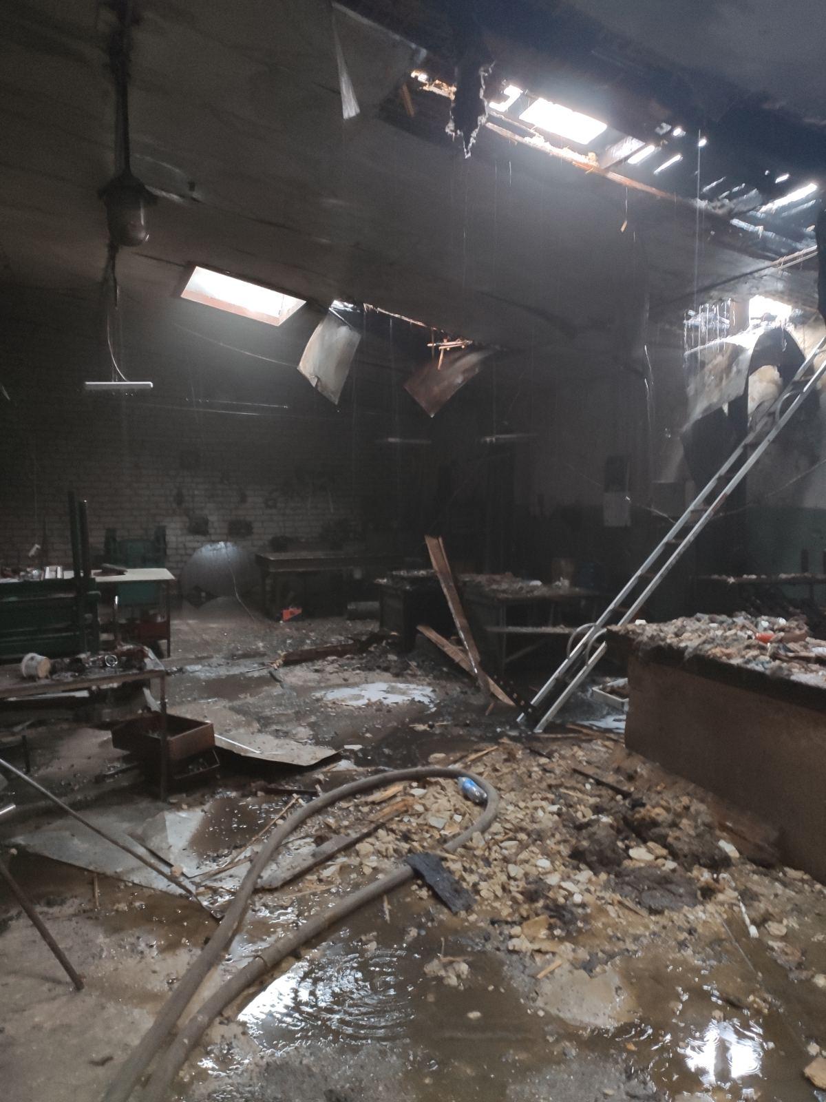 В Харькове горел производственный цех (фото)