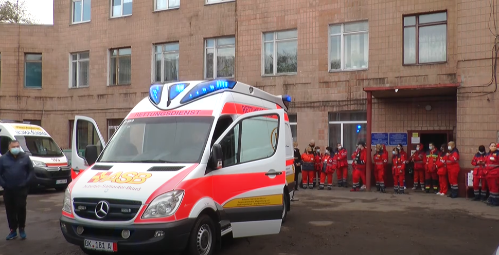 """Харківські медики отримали новий автомобіль """"швидкої допомоги"""" (відео)"""