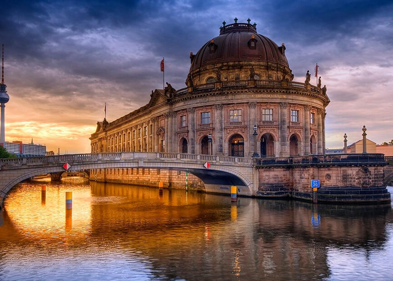 У Берліні небувалий акт вандалізму у музеях — пошкоджено понад 70 експонатів