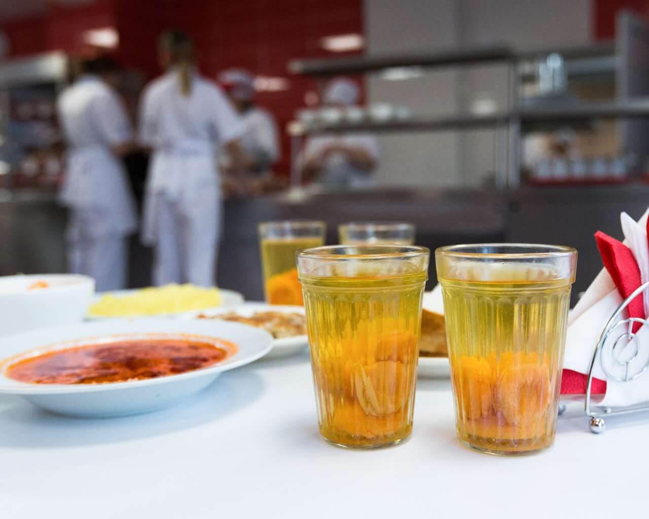 Зі шкільних меню зникнуть сосиски та ковбаси, а ще солодкі газовані напої — Віктор Ляшко