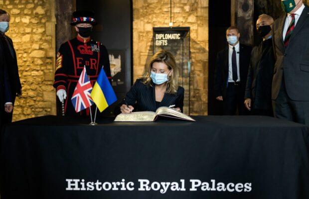 В Лондонском Тауэре по инициативе первой леди Украины появится украинский аудиогид (фото)