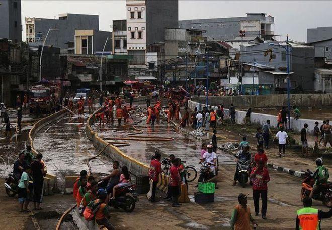 В Индонезии мощное наводнение — уже пострадали более 5 тысяч человек (фото)