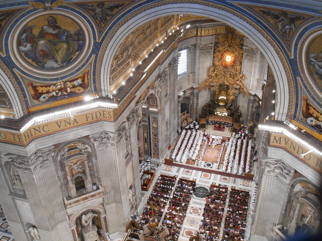 Коронавирус стал причиной отмены массового празднования католического Рождества в Ватикане