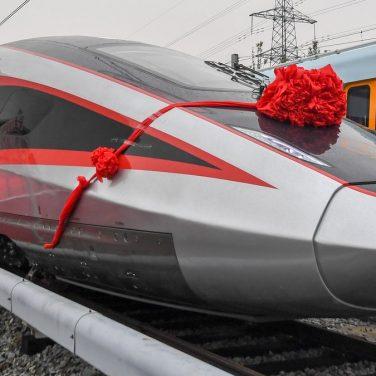 Китайці створили надшвидкісний потяг, що має швидкість понад 400 км/год (фото)