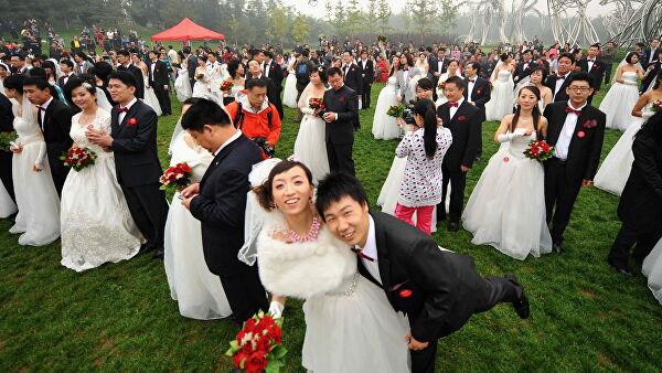 Китайцы сделали свадебную паузу во время пандемии — сотни тысяч свадеб за неделю