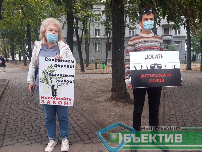 Харків'яни пікетували будівлю ГУ Нацполіції через спилене дерево (фото)