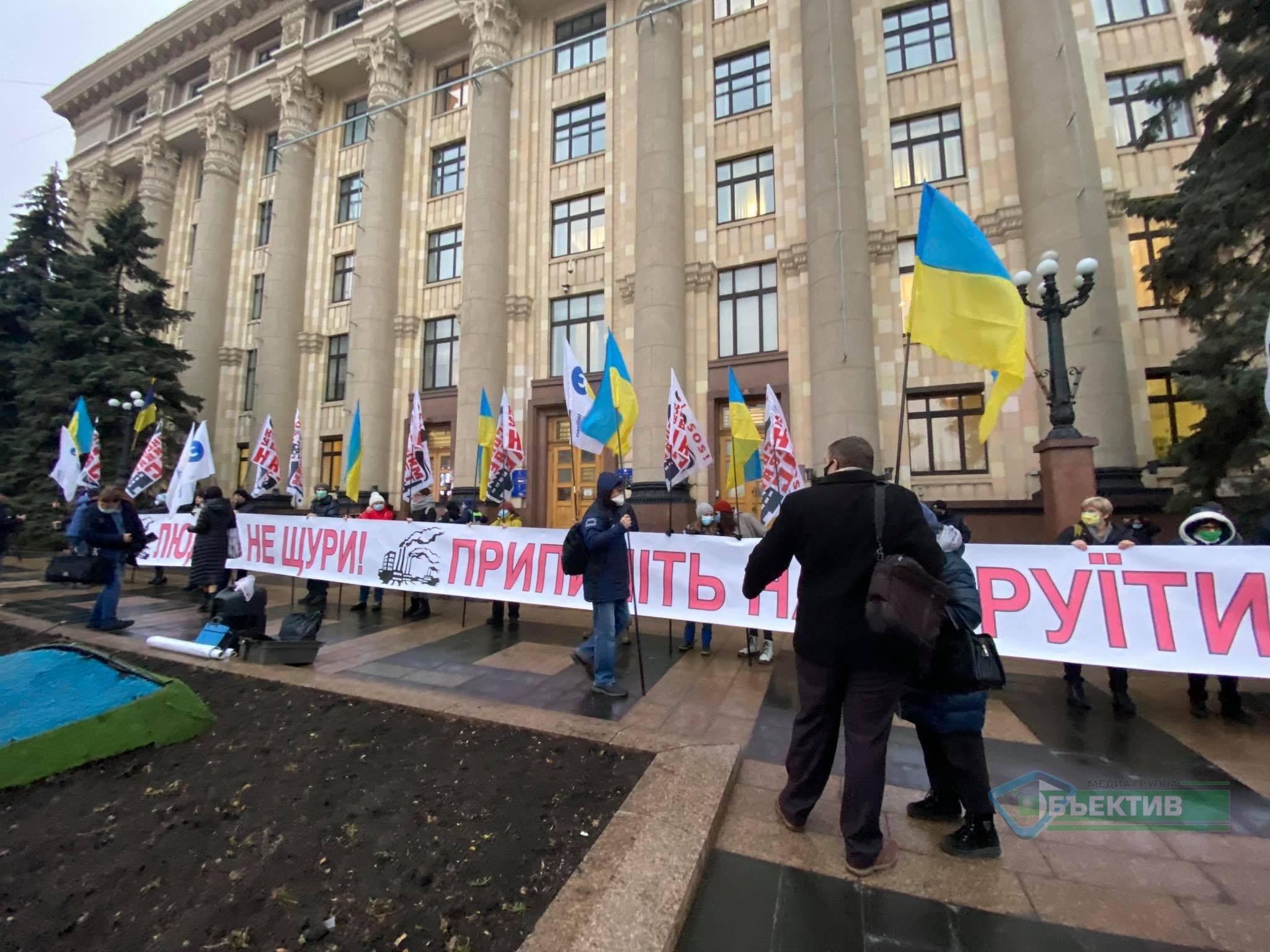 Нову губернаторку зустріли пікетом проти коксохіму (фото, відео)