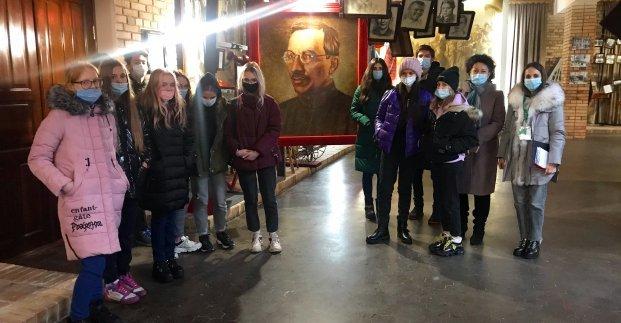Для харьковчан организовали экскурсию в музей педагога-новатора Макаренко