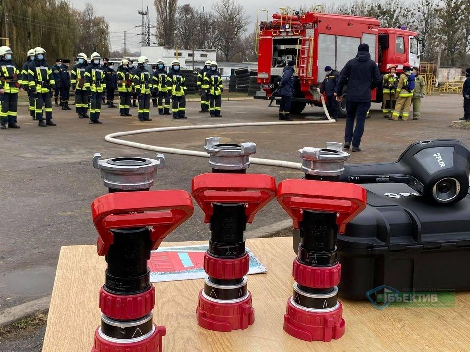 Харківські рятувальники гасили пожежу в університеті цивільного захисту (фото, відео)