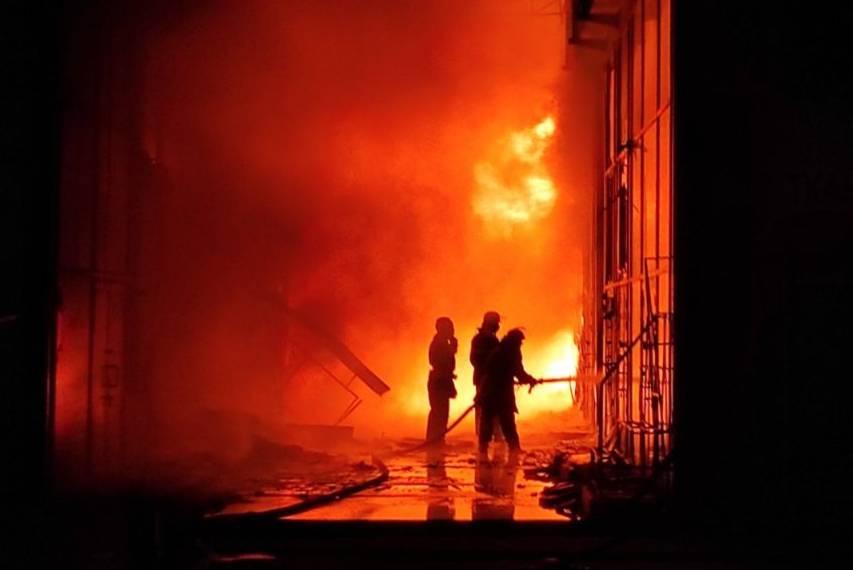 Масштабный пожар потушили в ТЦ «Барабашово» (видео, фото)