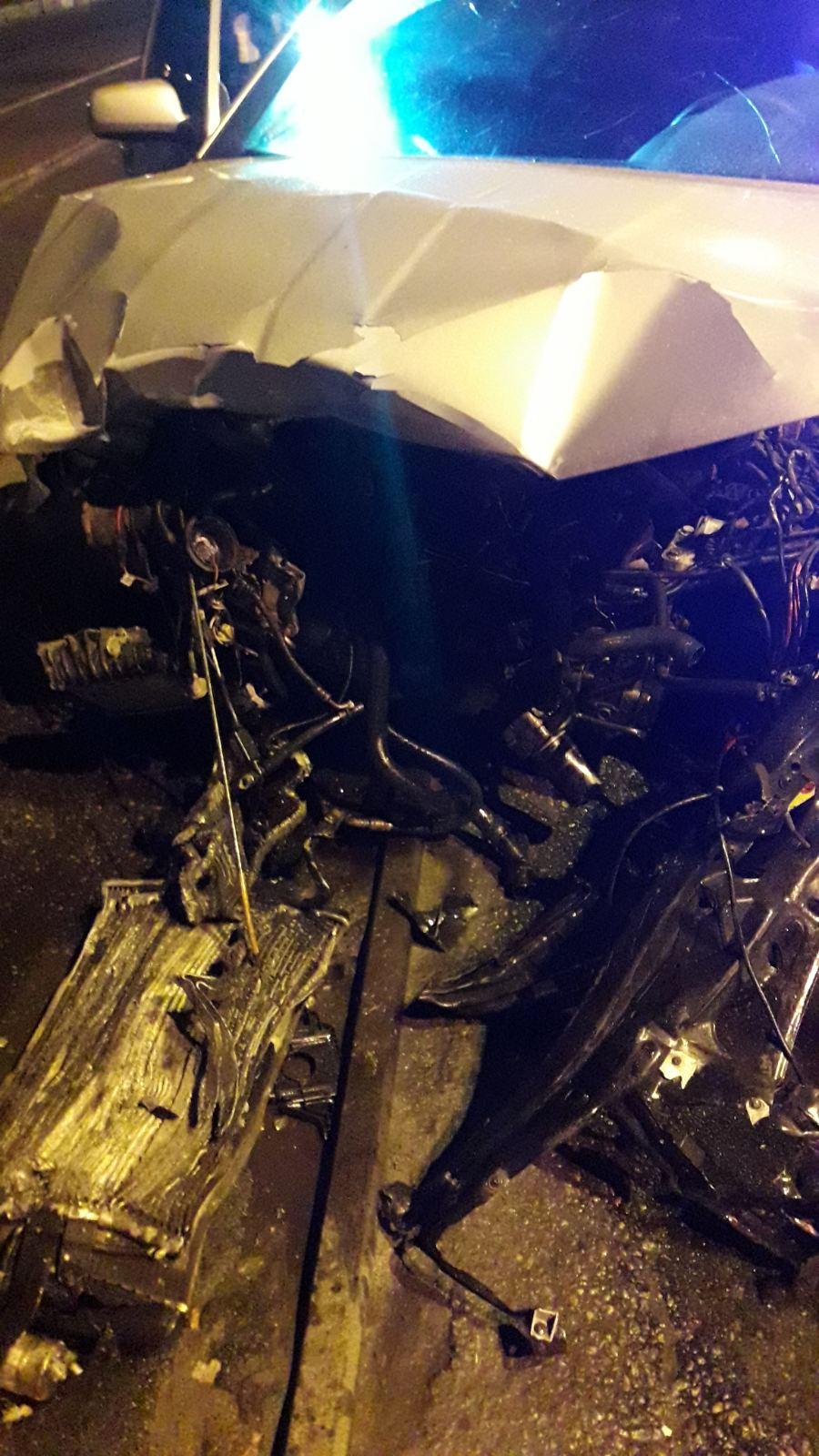 В Харькове спасателям пришлось деблокировать таксиста из покореженного автомобиля (фото)