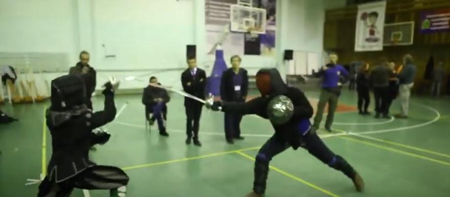 Вельможні дуелі та лицарські турніри: у Харкові відтворили історичні бої (відео)