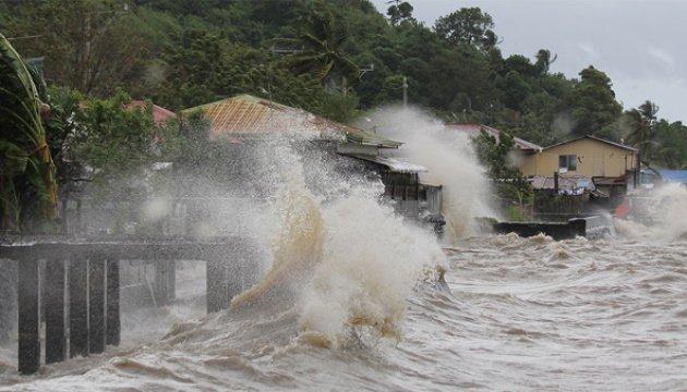 Из-за приближающегося тайфуна жителей Филиппин эвакуируют
