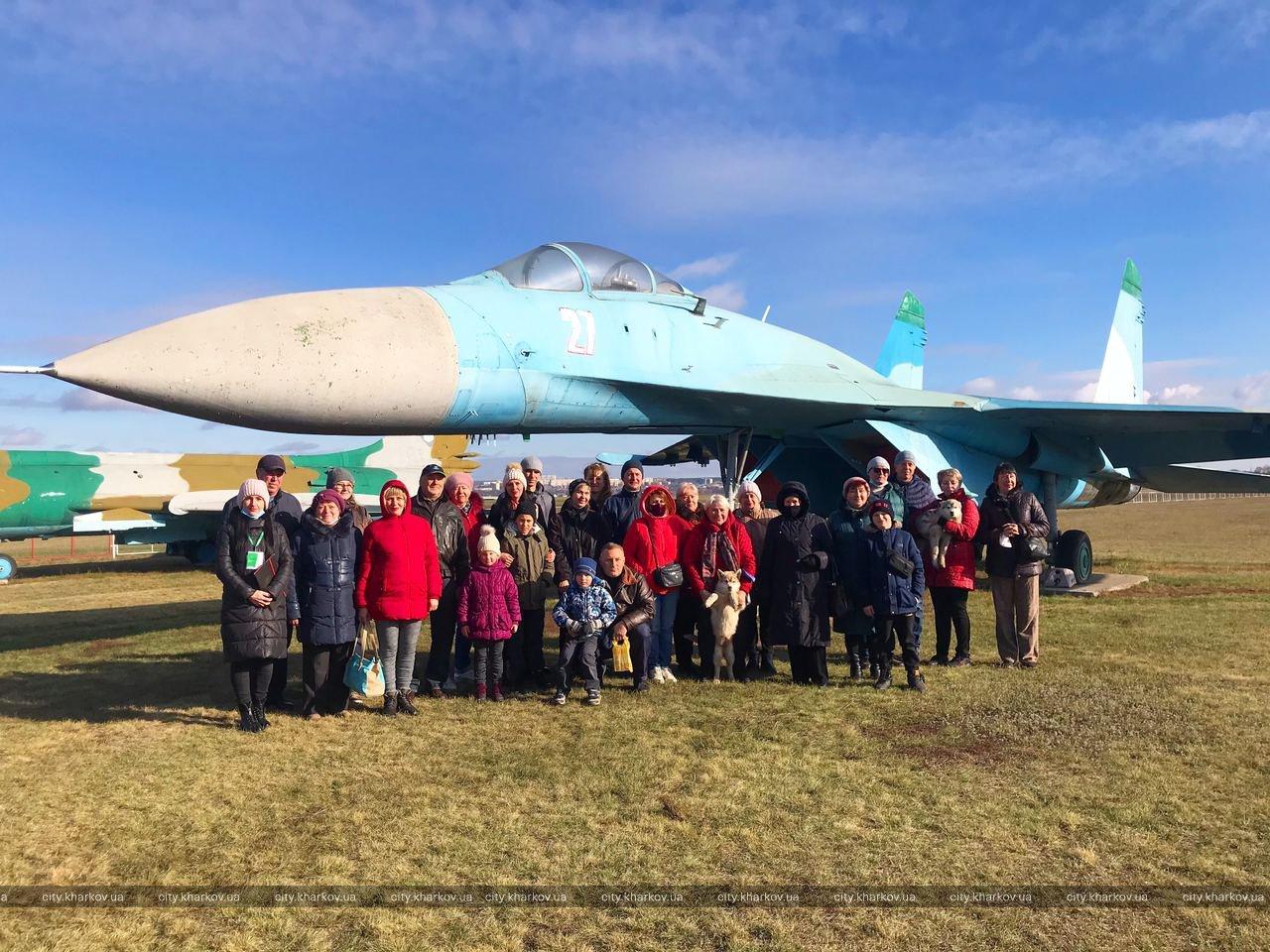 """Для """"детей Чернобыля"""" провели социальную экскурсию на аэродром «Коротич» (фото)"""