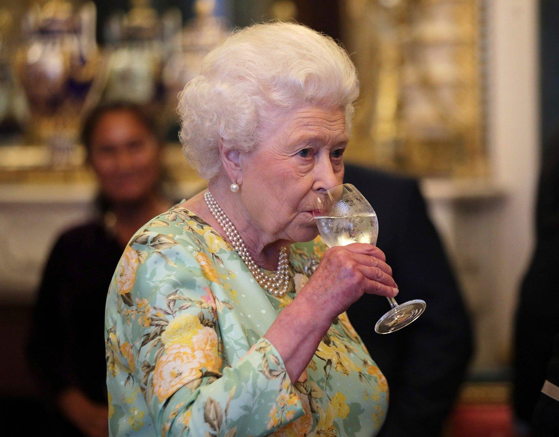 Королева Великобритании Елизавета II представила собственный джин (фото)