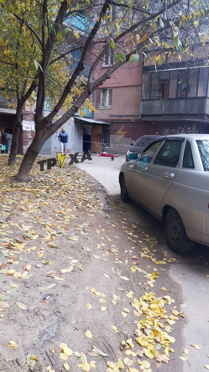 У высотки в Харькове нашли труп женщины (фото)