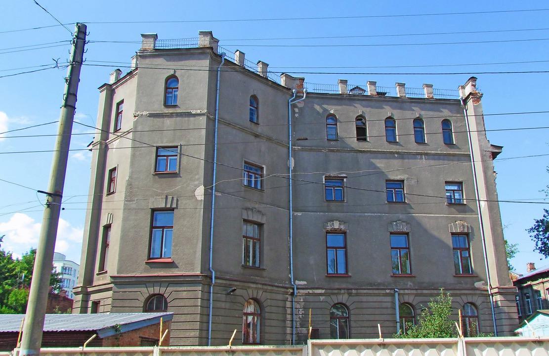 Новый почтамт по проекту архитекторов П. Рудавского и А. Горохова построили уже при советской власти