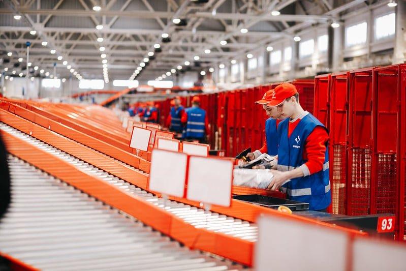 Нова пошта шукає 100 співробітників у Харкові