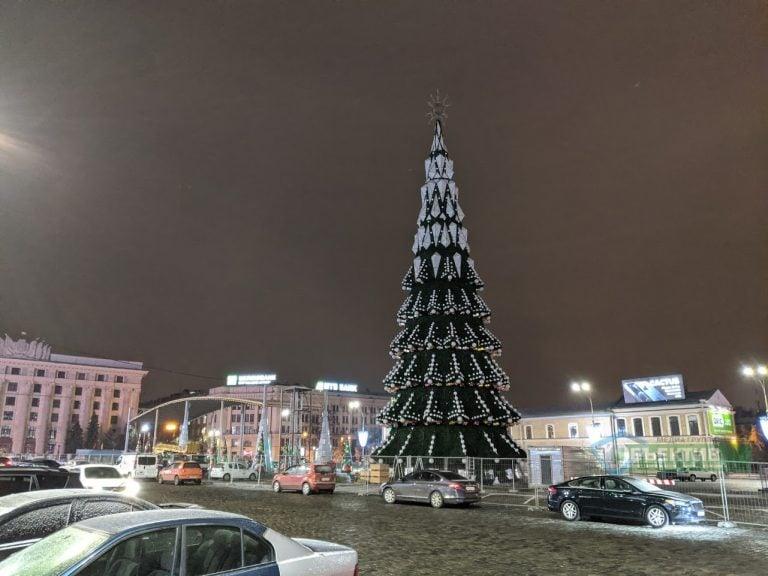 Новый Год. Украинцам разрешили собираться под елками, но без концертов