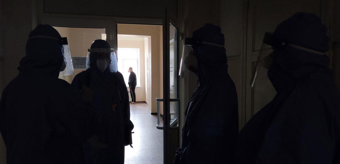 Коронавірус і війна: як лікують хворих на COVID-19 військових (фоторепортаж) – Вільне Радіо
