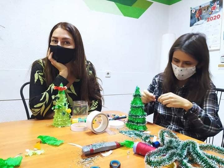Харьковчан научили создавать эко-елки