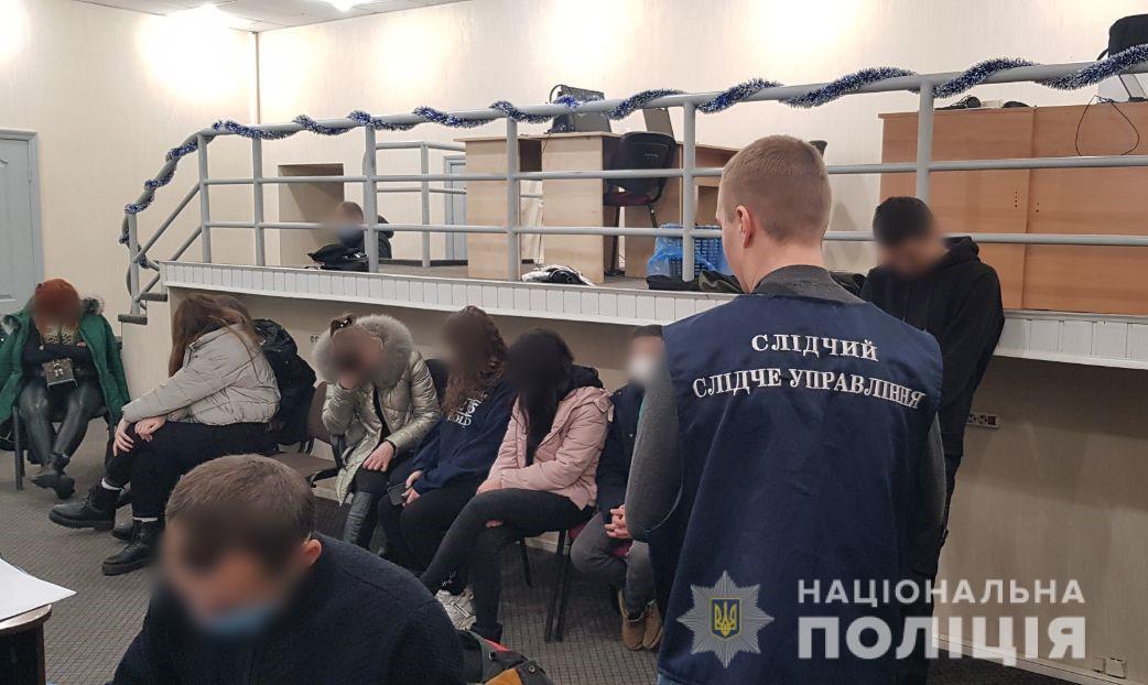 В Харькове раскрыт мошеннический Call центр – 100 сотрудников, ежемесячный доход более 7 млн грн (фото)