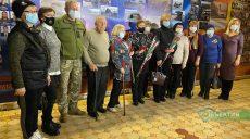 """Матір загиблої харківської військової Яни Червоної нагородили """"Знаком пошани"""""""