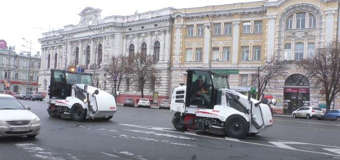 У Харкові похвалилися новими тролейбусами та зимовою технікою (відео)