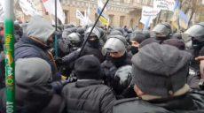 Протесты предпринимателей в Киеве переходят в стычки с полицией (фото)