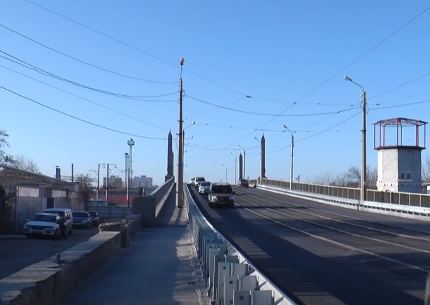 У Харкові водії скаржаться на те, як відремонтували Балашовський міст (відео)